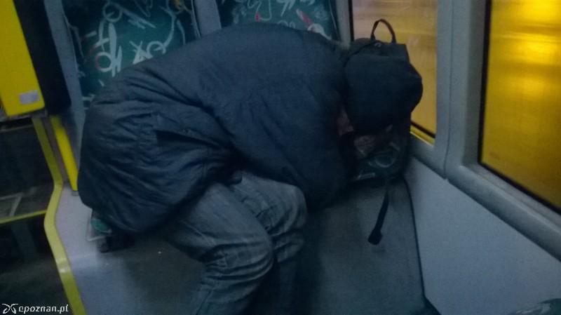 Bezdomni W Mpk Autobus Sypialnia A Jaki Fetor