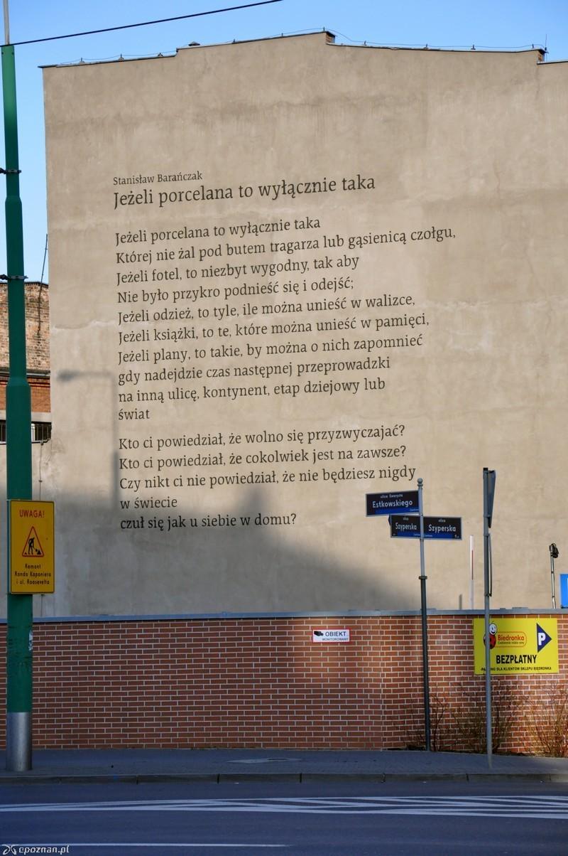 W Poznaniu Powstał Kolejny Mural Wiersz Barańczaka Na
