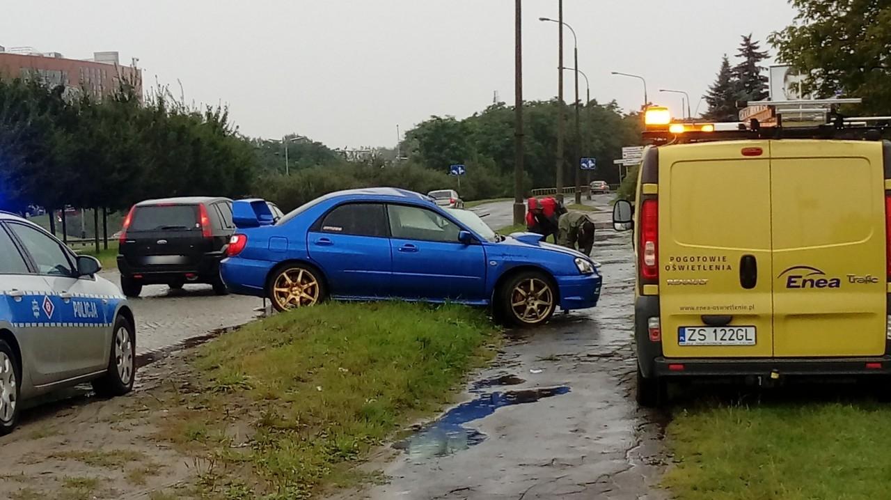 Dąbrowskiego Samochód Uderzył W Słup