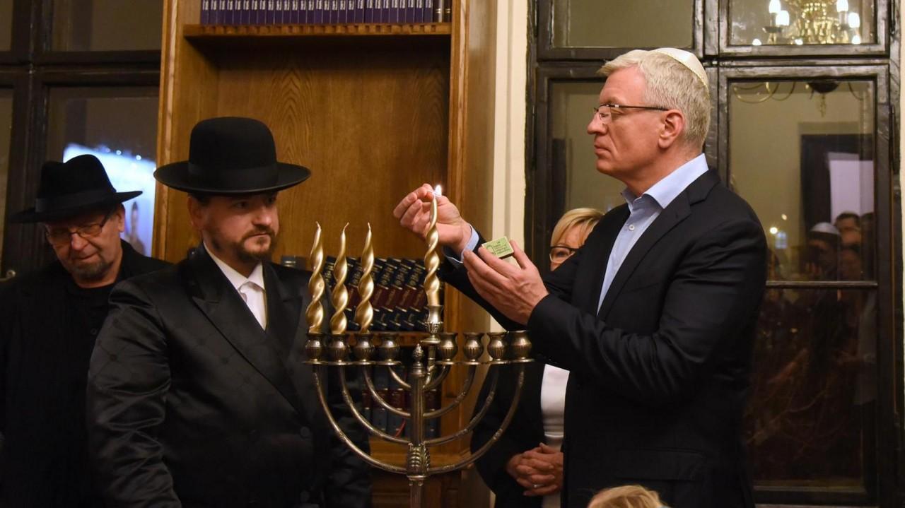 żydowski gej randki ukpodłącz wąż ogrodowy do zlewu kuchennego